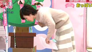 """NHK有働由美子アナ 「あさイチ」での """"おっぱい寄せ""""シーン"""