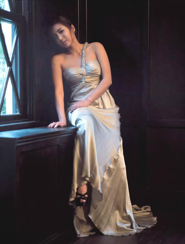イボミ セクシーなドレスの画像