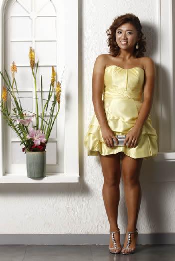 イボミ ムチムチなドレス姿の体を披露