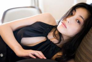 青山倫子 セクシーなチラ画像