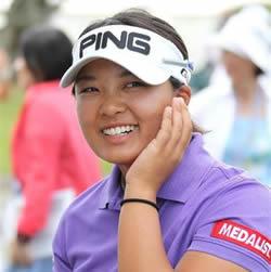 鈴木愛 女子プロゴルファー 太ももやお腹・カップがムチムチ