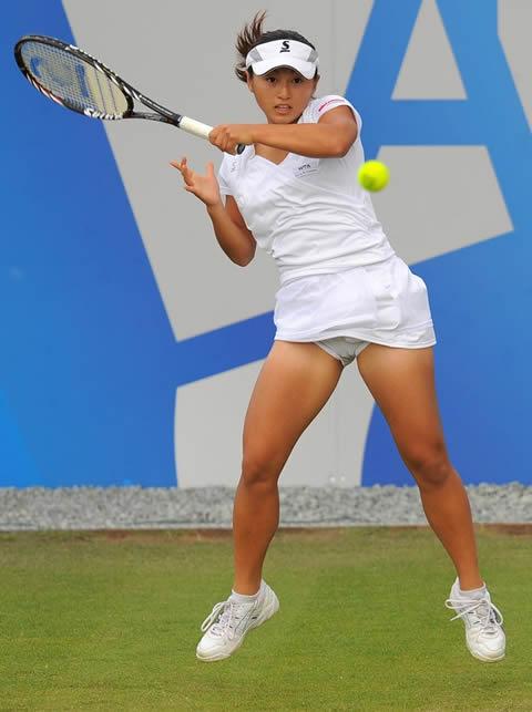 土居美咲 テニス中の美しい チラ画像