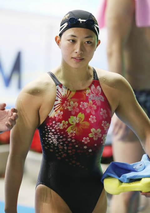 鈴木聡美 ムチムチに肉体美の水着画像