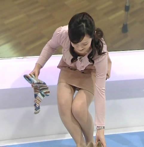 鈴木奈穂子 胸ちらと脚の太ももが気になるセクシーな画像