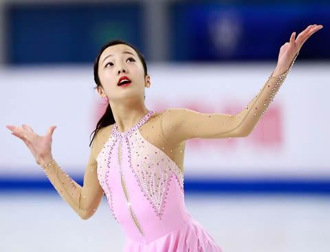 本田真凜 フィギュア 胸を張り出しスケート