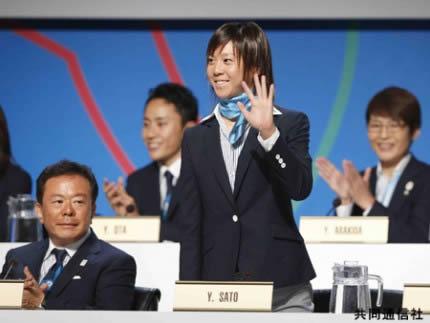 IOC総会での東京のプレゼンテーションで紹介される トライアスロン女子の佐藤優香選手